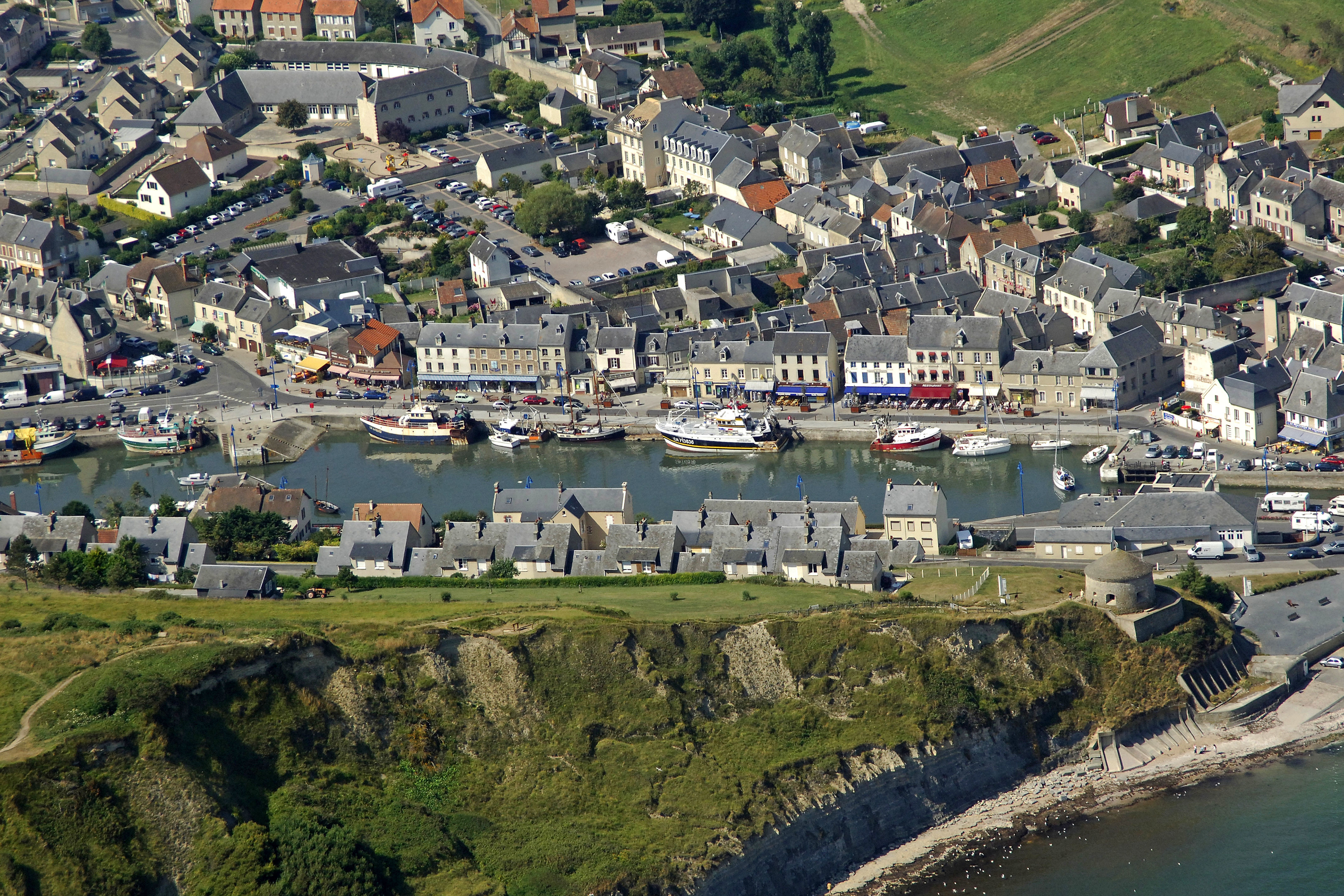 Port En Bessin Center Marina In Port En Bessin Huppain Low Normandy - Location port en bessin