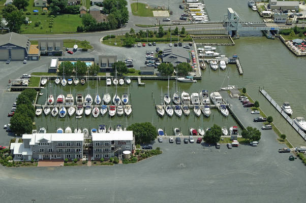 Knapp's Narrows Marina and Inn