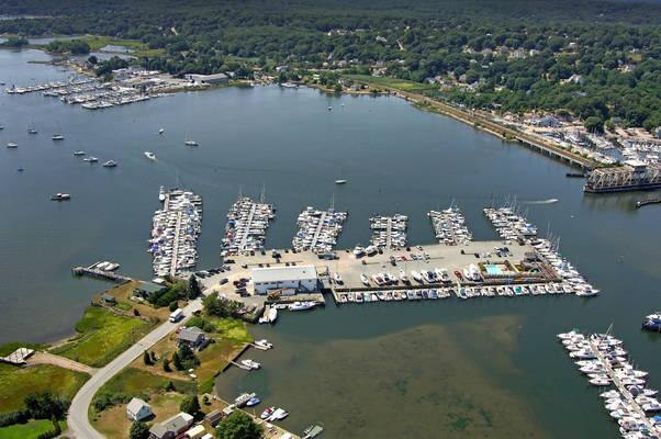 Brewer Yacht Yard at Mystic