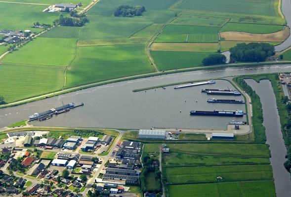 Farmsumer Harbor