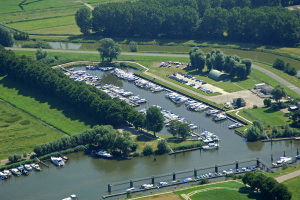 De Zwaaikom Watersport Marina