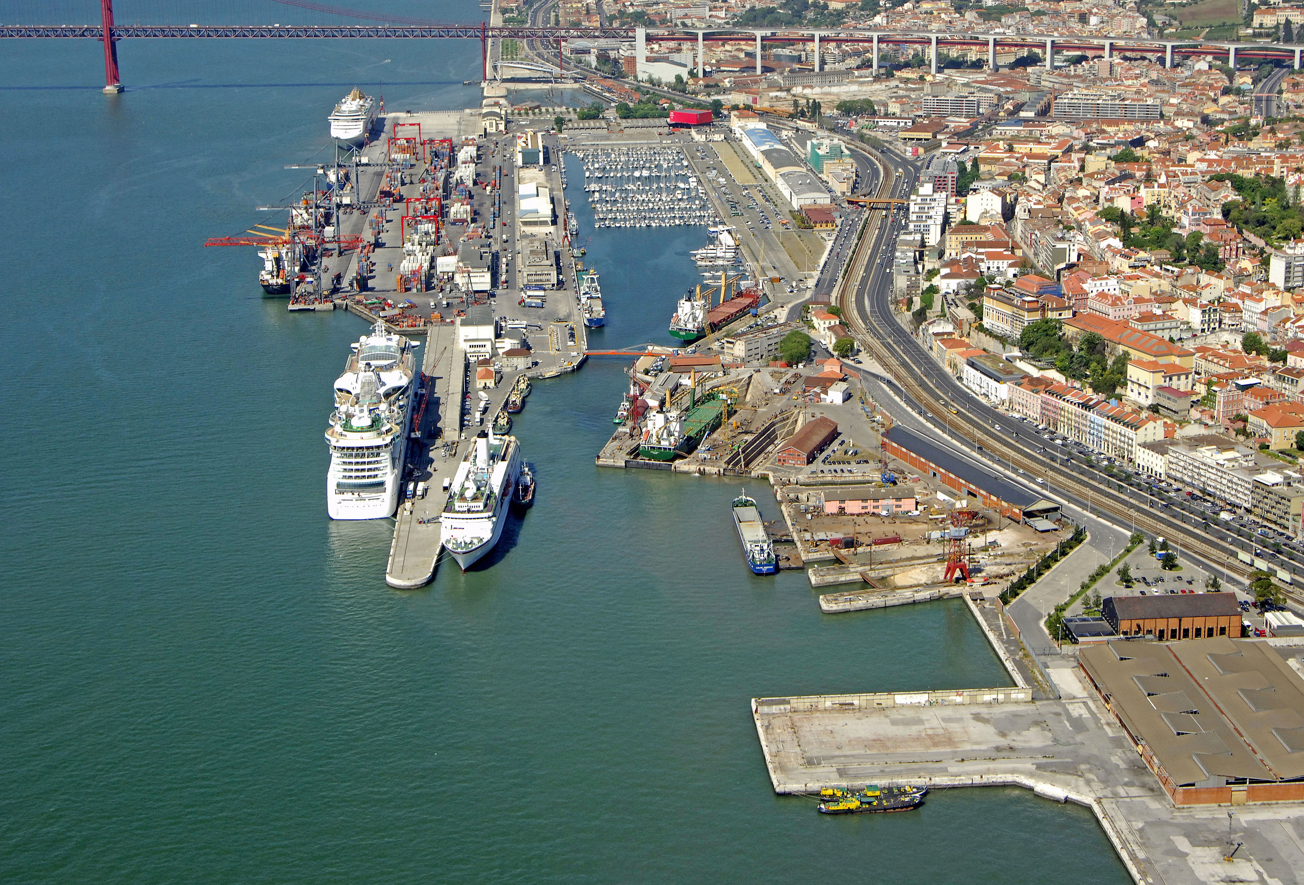 Doca De Alcantara Marina in Alcantara, Lisboa, Portugal