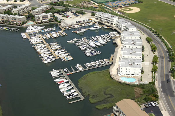 Commodore Bay Marina
