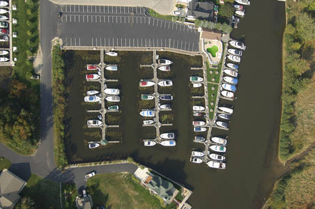 Oak harbor marina in south haven mi united states for Oak harbor motors service department