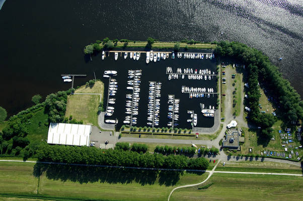 Yachtharbor/Watersportcentrum De Eemhof