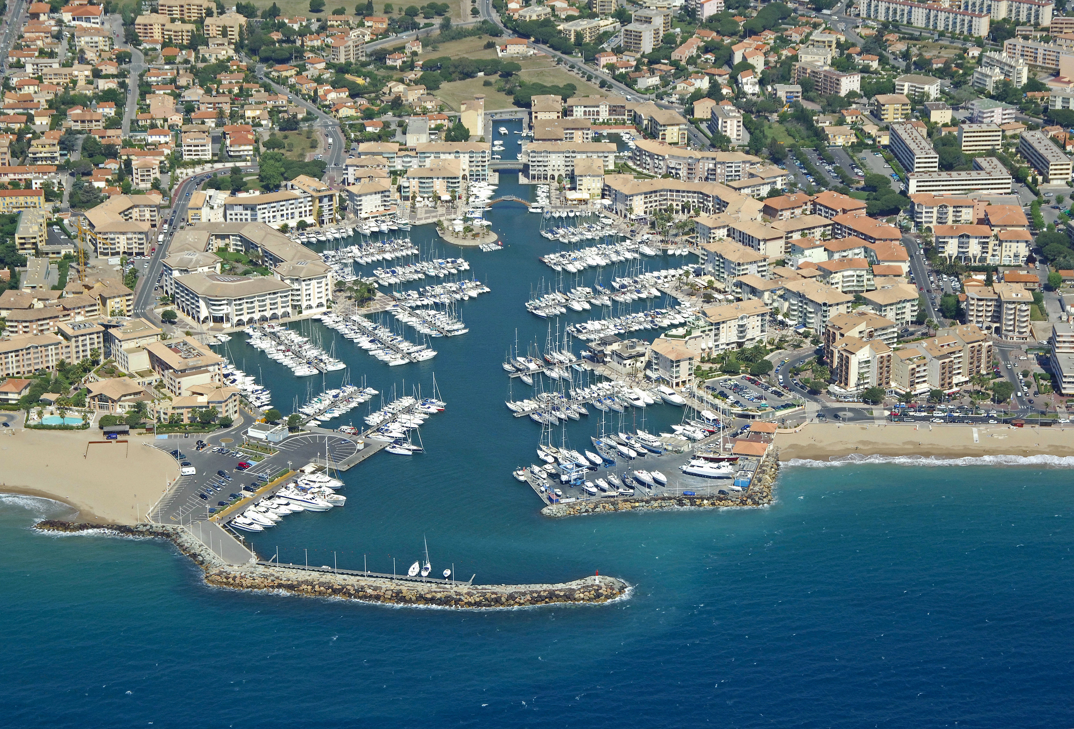 Port de frejus marina in frejus provence alpes cote d - Weather forecast st jean pied de port france ...