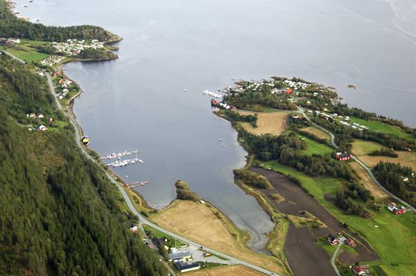 Hyndoyvagen Harbour