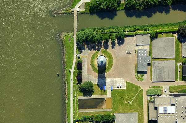 Oude Maas Canal Lighthouse