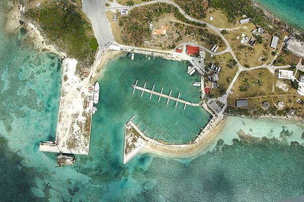 Walker's Cay Hotel & Marina