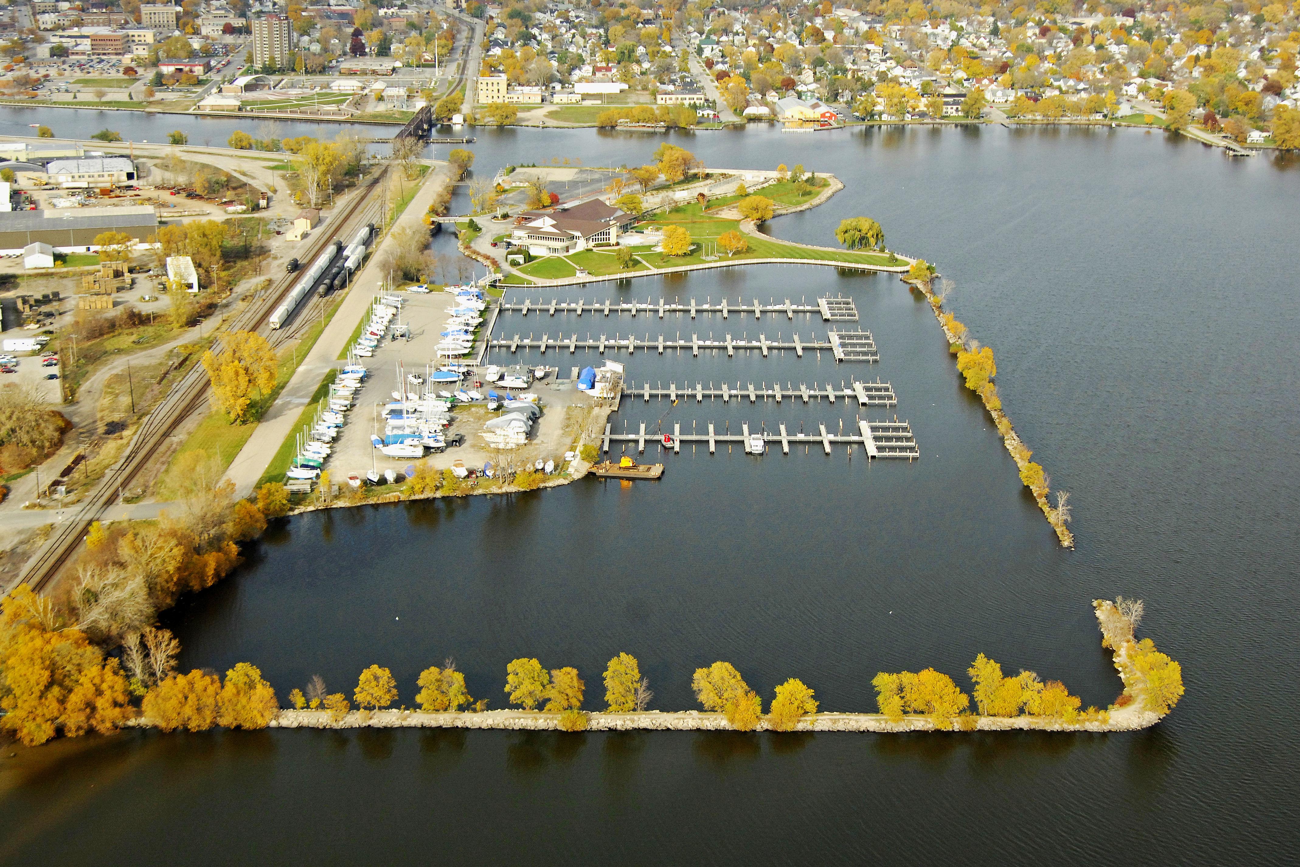 Oshkosh, Wisconsin, The Pioneer Inn Marina (OshkoshWis56