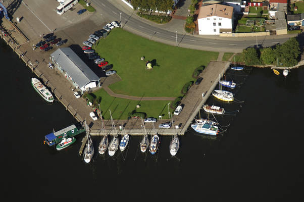 Knud Laward Road Marina