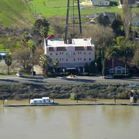 Ryde Hotel-On the Delta Marina