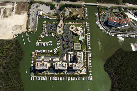 Pelican isle yacht club in naples fl united states for Pelican motors fort myers florida