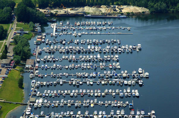 De Brink Yacht Harbour