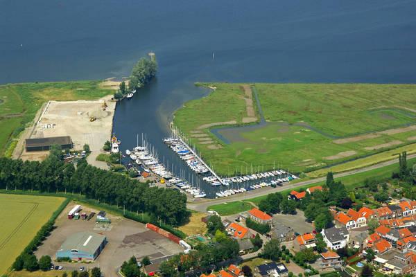 Den Bommel Yacht Harbour